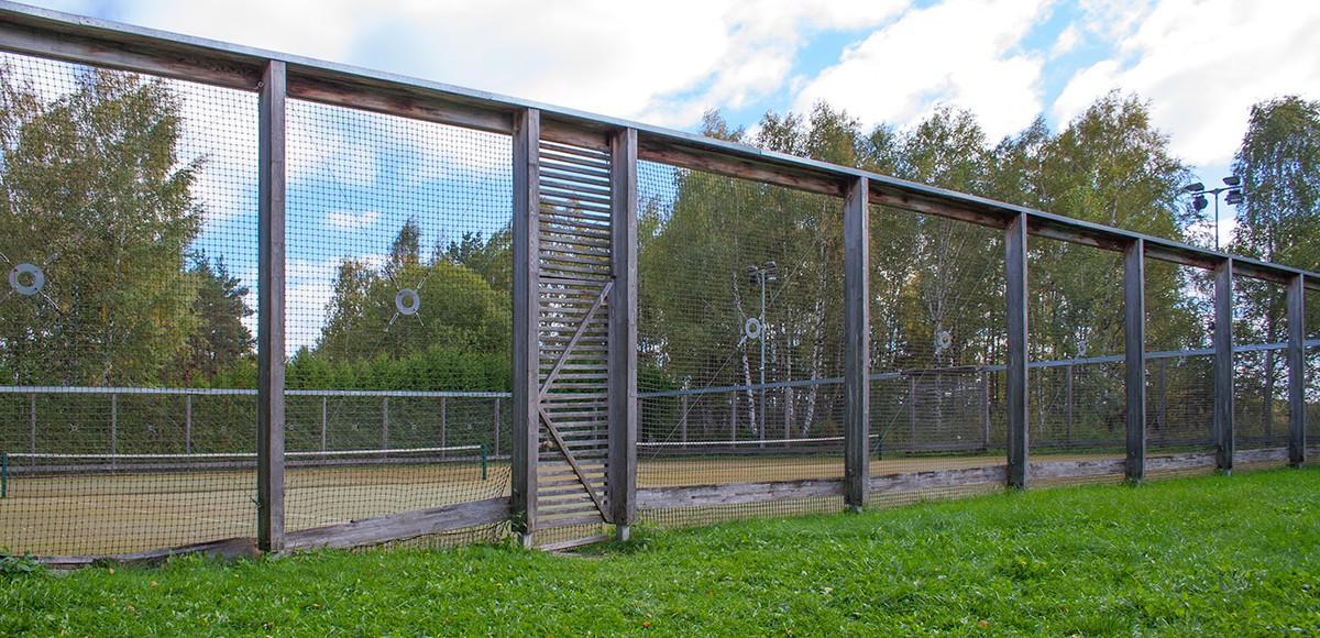 Теннисный корт в поселке Пирогово