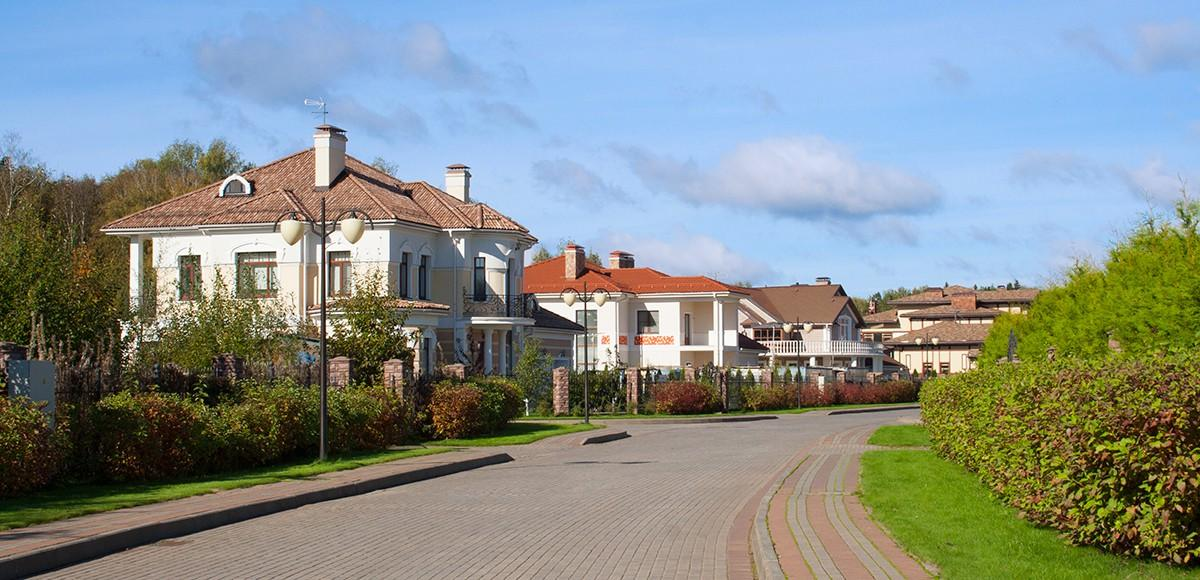 Панорама улицы, поселок Лазурный берег