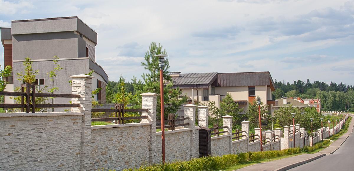 Поселок Кристалл Истра построен в едином архитектурном стиле