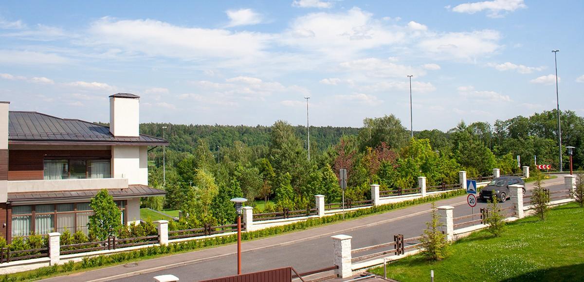 Широкие дороги в поселке Кристалл Истра